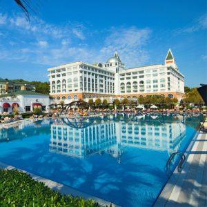 buitenaanzicht met zwembad van het amara dolce vita resort